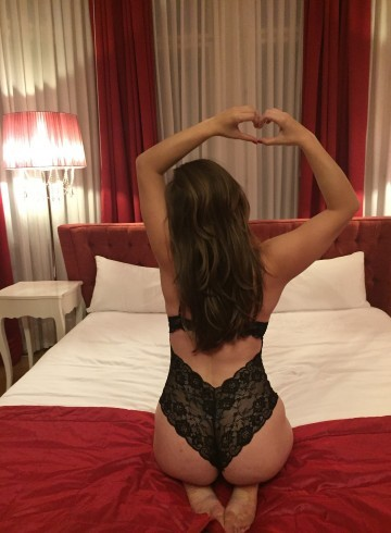 Prague Escort Independent  Louise Pearl Adult Entertainer in Czech Republic, Female Adult Service Provider, Czech Escort and Companion.
